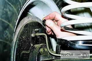 Как правильно использовать новое устройство для прокачки тормозов на нива