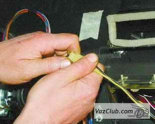 провода лампы подсветки бардачка