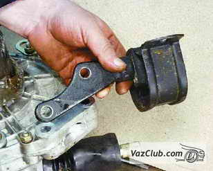 опора двигателя и коробки передач