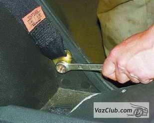 zamena zadnego remnya 2 - Установка задних ремней безопасности на ваз 21099